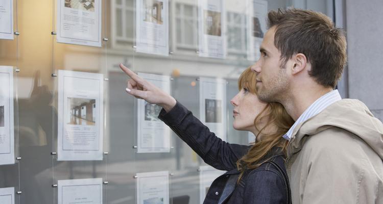 Couple annonces immobilières